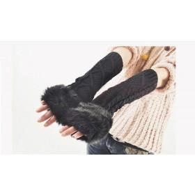 Dlhé čierne pletené rukavice bez prstov s kožúškom