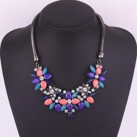 masivný kvetinkový náhrdelník modrý