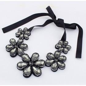 Masivní florálný náhrdelník dymový