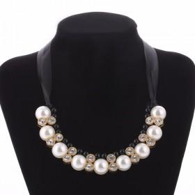 Perlový náhrdelník so zirkonmi Beatriz