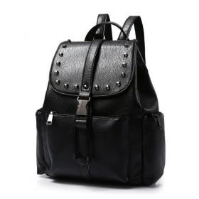Koženkový batôžtek so cvočkami Čierny