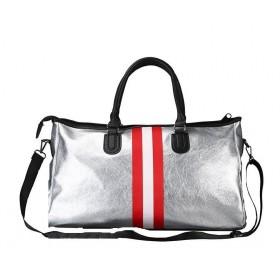 Strieborná cestovná taška s červenými pruhmi