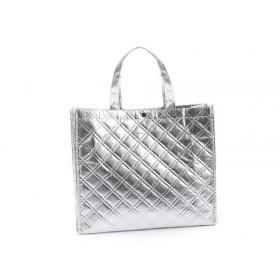 Lesklá metalická taška Stredná strieborná